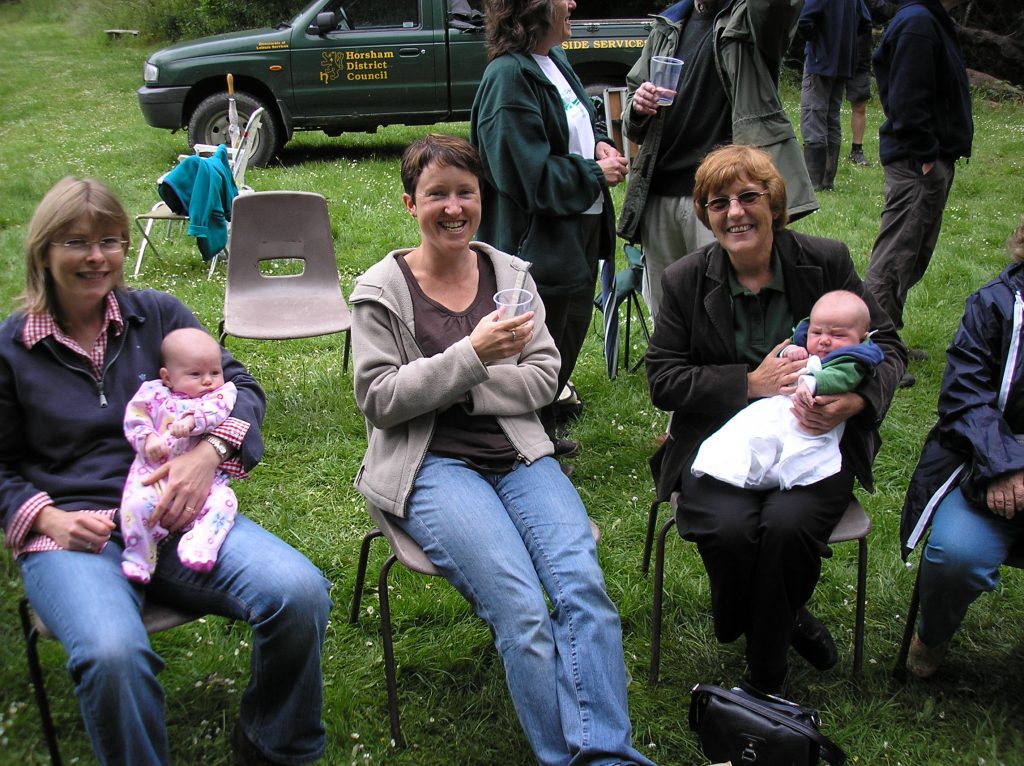 Babies and other guests at 2009 HGG BBQ